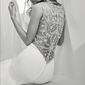 Pronovias Ramir wedding dress fitting size 2 .